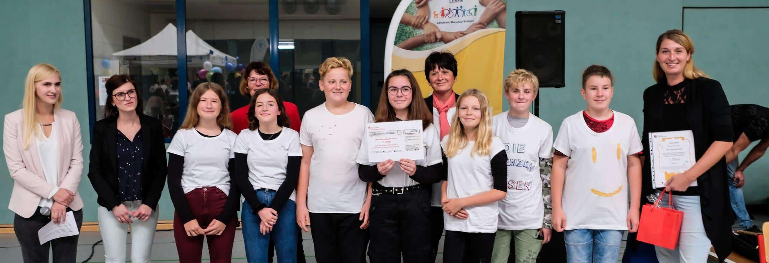 Das Projektteam vom Geschwister-Scholl-Gymnasium Sangerhausen hat den ersten Platz beim Schülervideowettbewerb belegt.